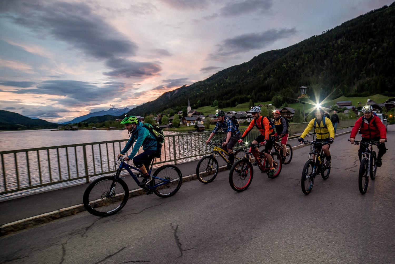 Auf zum Night-Ride über die Weissensee-Brücke in Techendorf